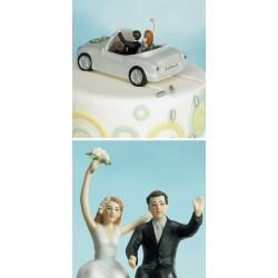 Brudpar, nygifta i bil