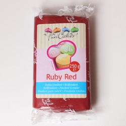 Sugarpaste m vaniljsmak, Ruby Red 250g (Fun Cakes)